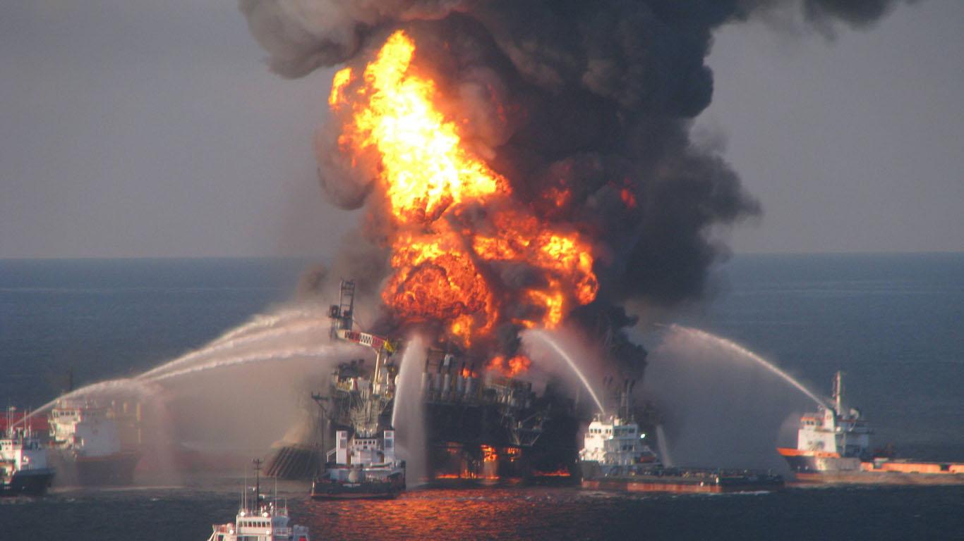 April 2010: Unglück auf der Deepwater Horizon mit katastrophaler Ölpest