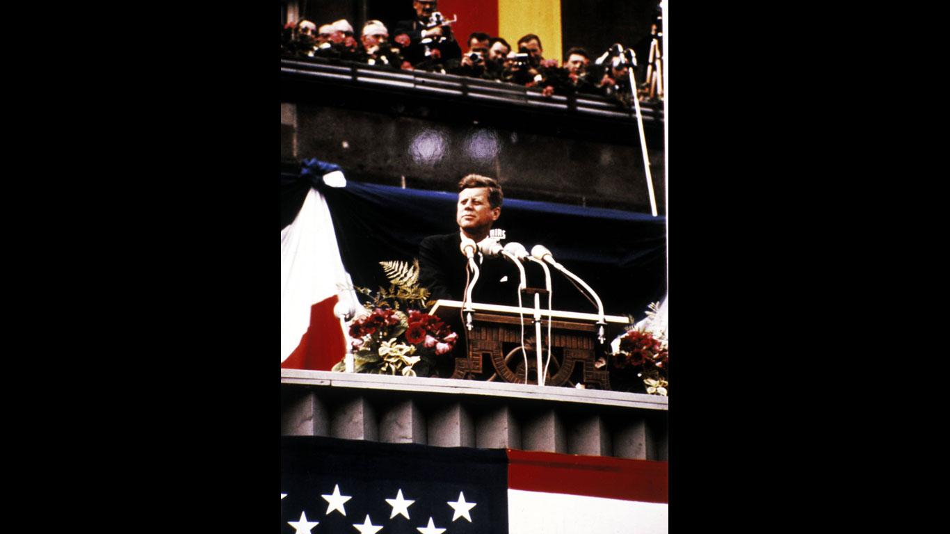 Klicken Sie sich durch die Geschichte der Familie Kennedy!