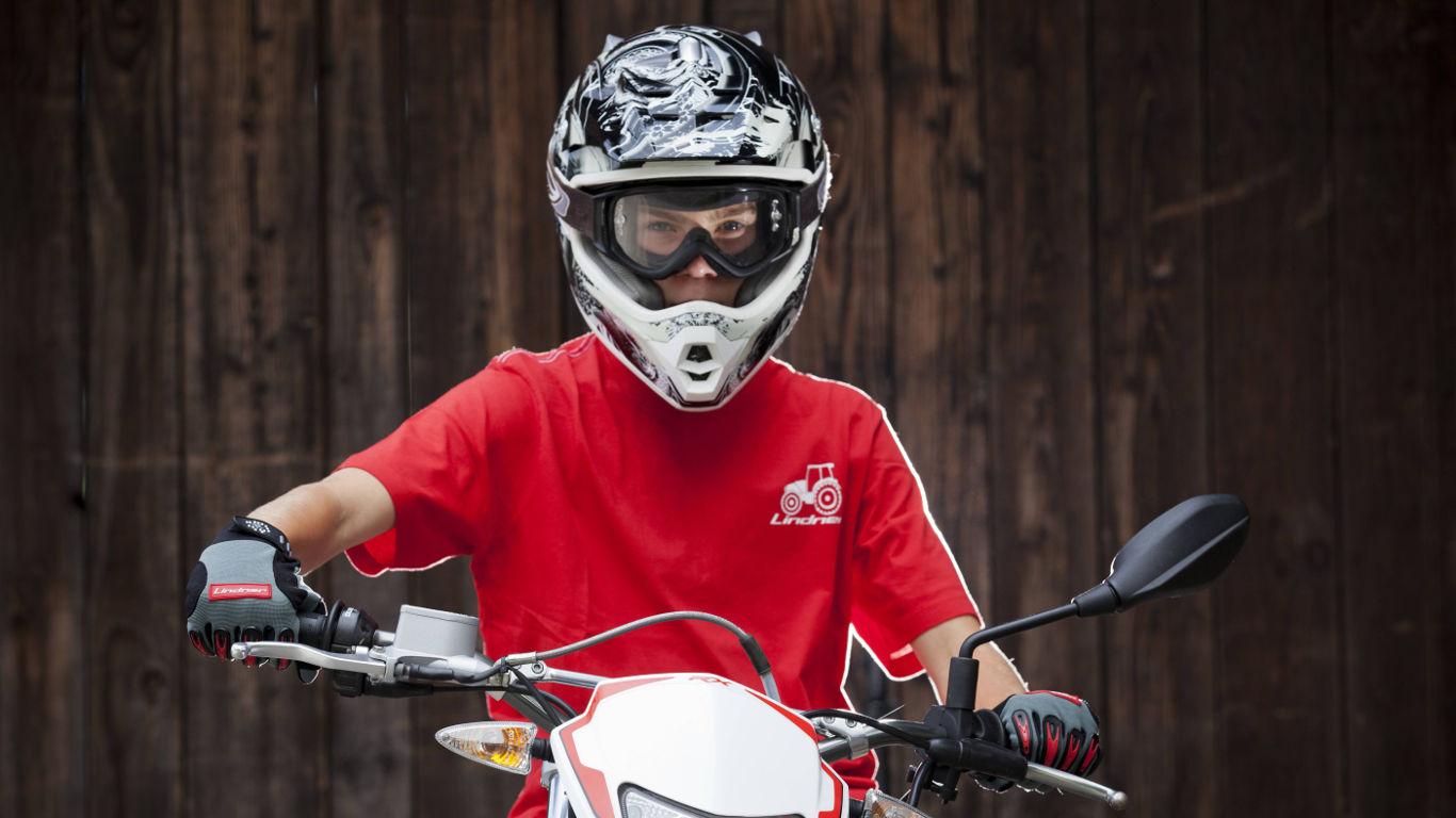 Schützender Helm