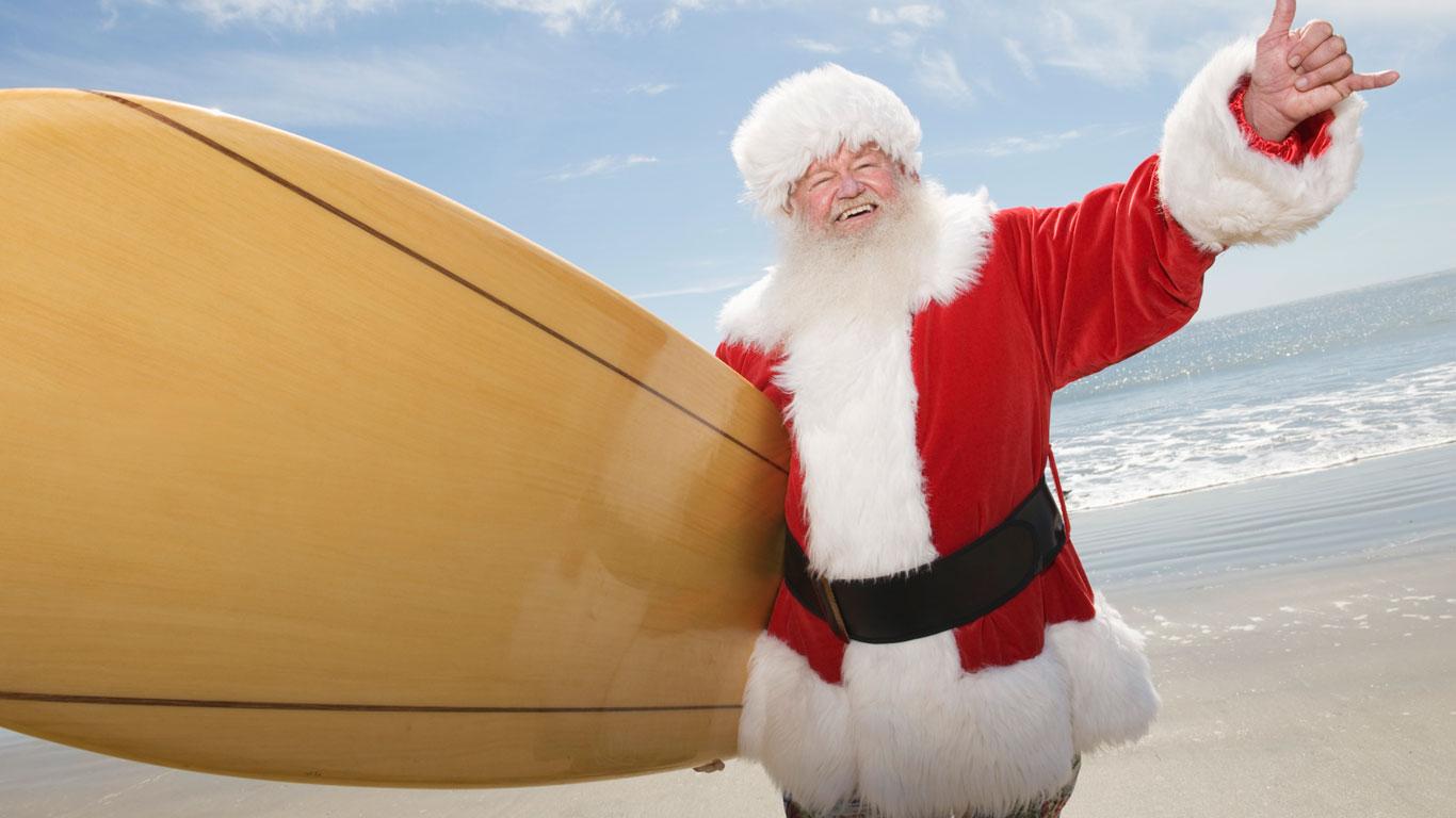 In Australien feiert der Weihnachtsmann am Strand