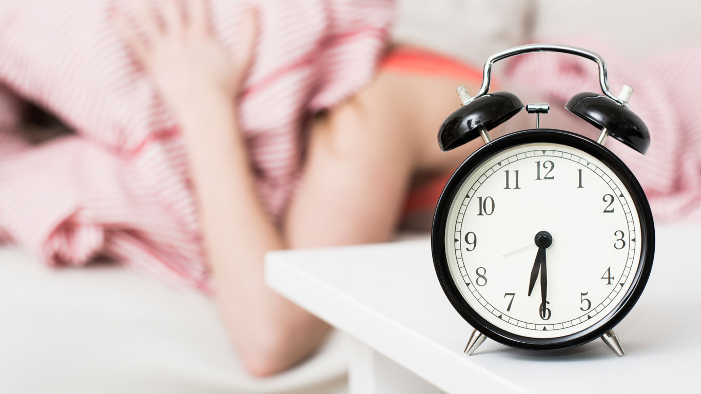 Wecker klingelt früh morgens