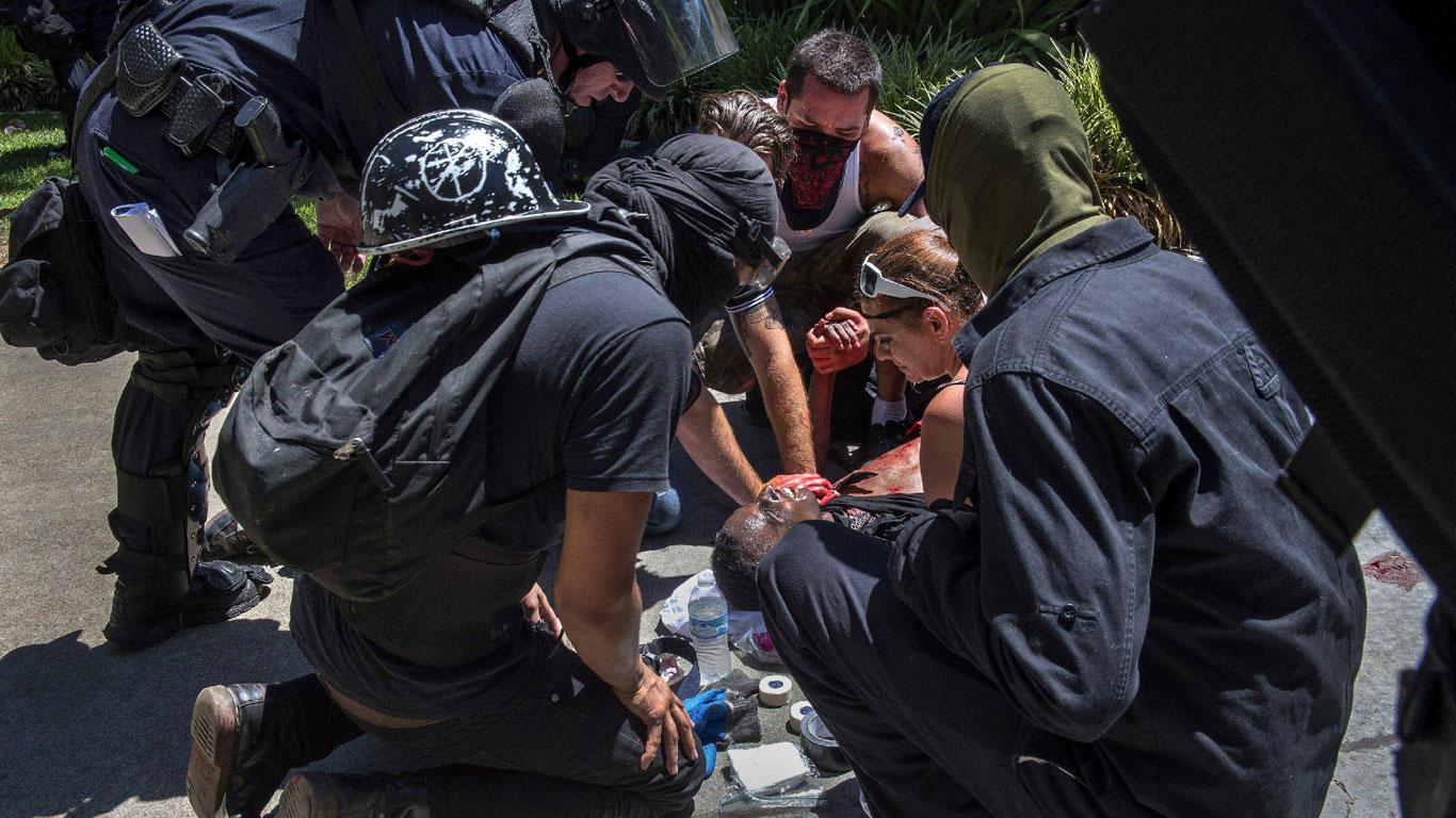 Volksfront: Globale Neonazi-Bande