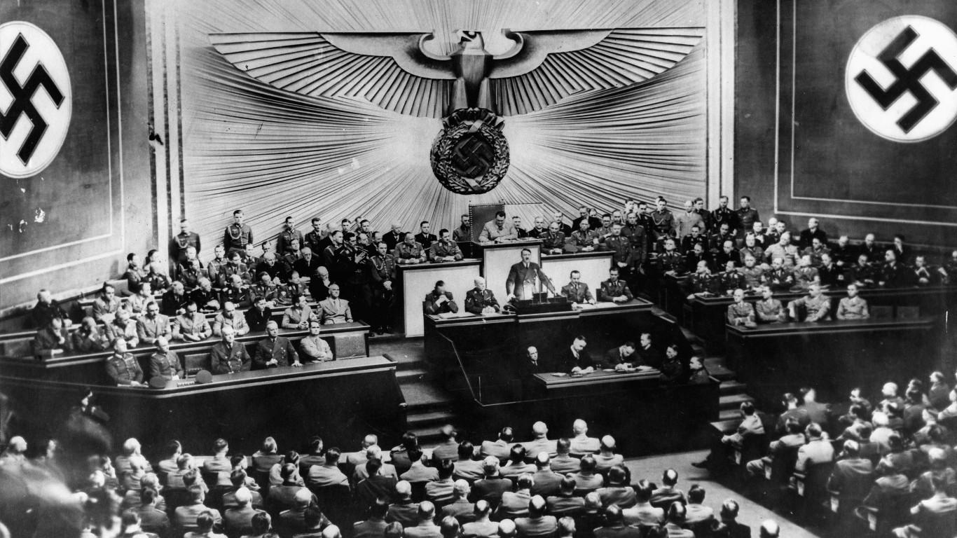 Skulls and Bones: Nazi-Schergen?