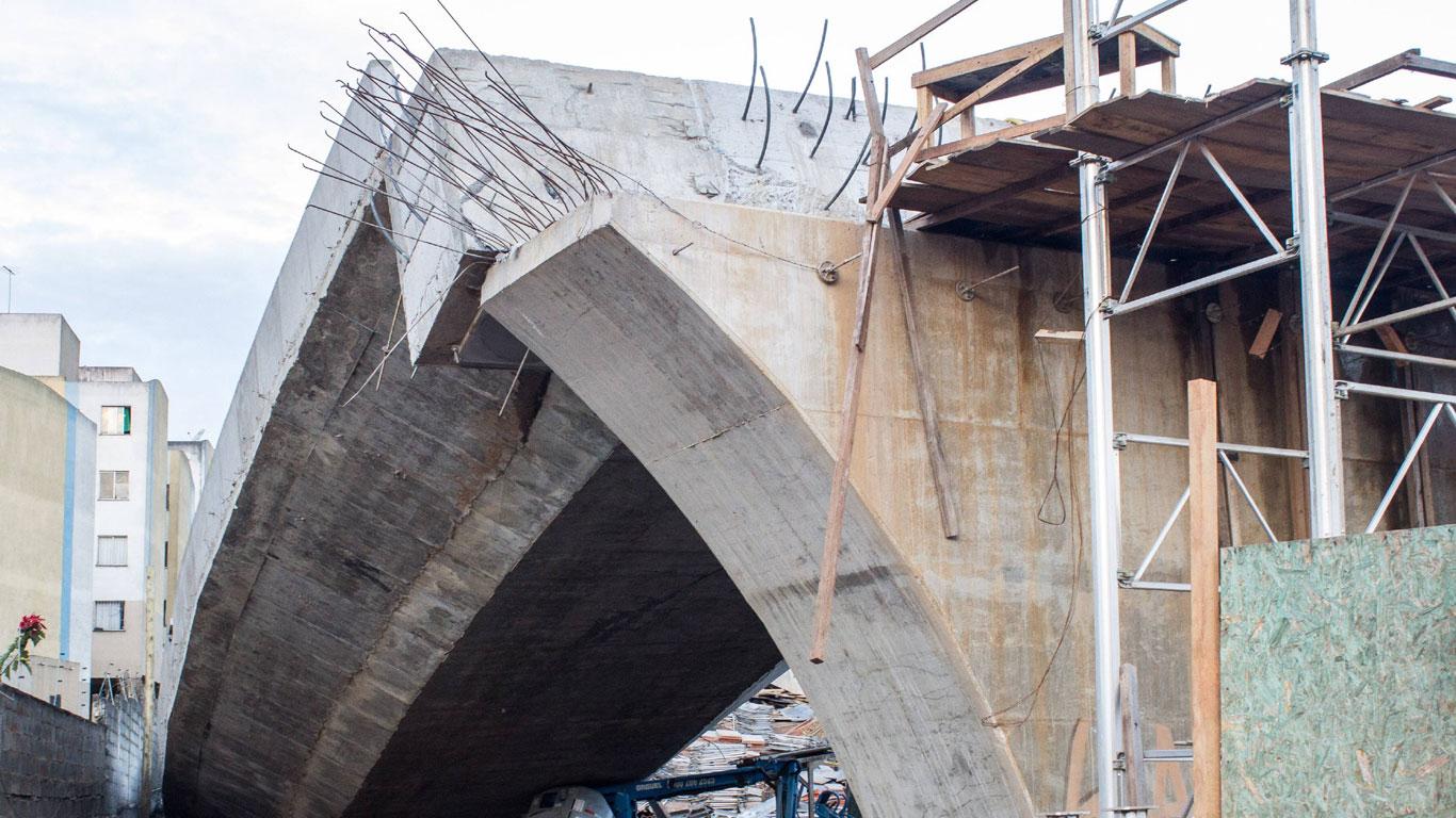 Wenn eine Brücke einstürzt