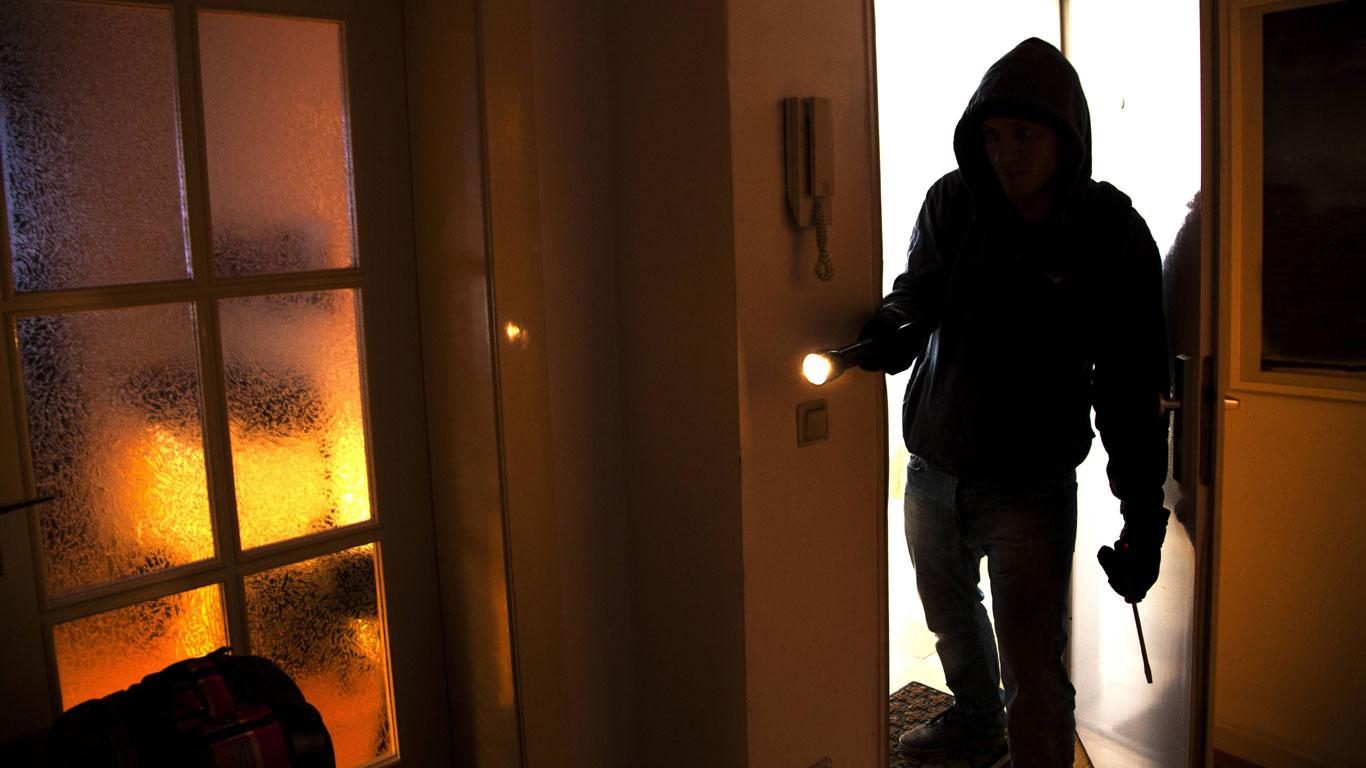 Einbrecher in der Wohnung