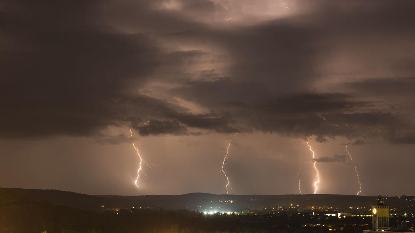… alle Blitze der Welt im selben Moment an derselben Stelle einschlagen würden?