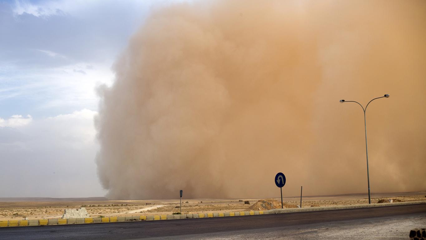 Sandstürme können beeindruckend aussehen. In der Bildergalerie sehen Sie das gigantische Ausmaß der Sandwolken und ihrer zerstörerischen Kraft.