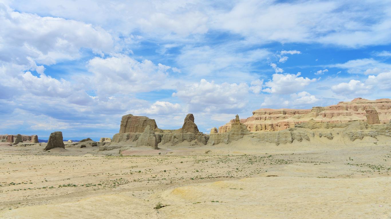 Die Taklamakan ist die zweitgrößten Sandwüste der Erde und hat Temperaturunterschiede von bis zu 70 Grad Celcius –  an einem Tag. In der Galerie erfahren Sie weitere interessante Fakten!