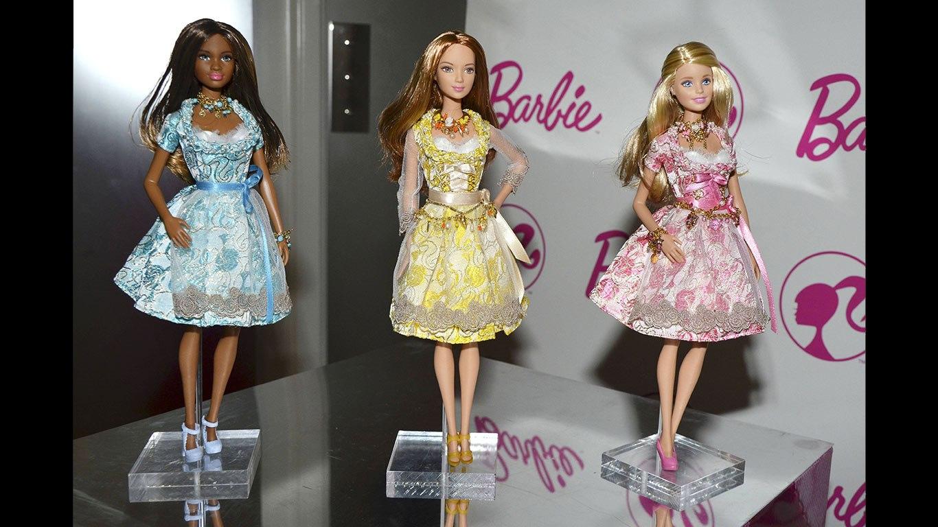 Barbie wird von Designern ausgestattet