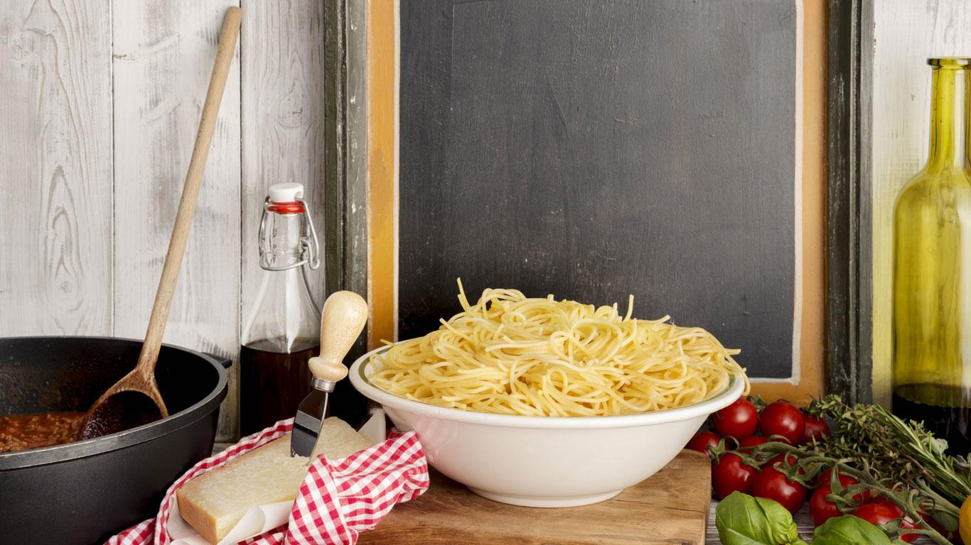 Verhindert Olivenöl im Topf, dass Nudeln verkleben?