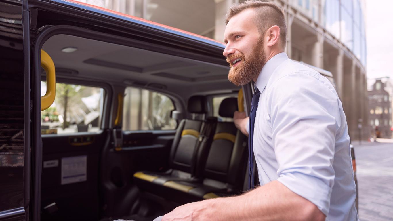 6. Setzt man sich neben den Fahrer oder auf die Rückbank?