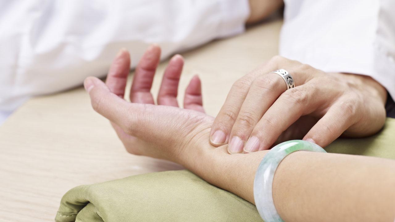#14 Der Puls muss bei einer Reanimation regelmäßig kontrolliert werden