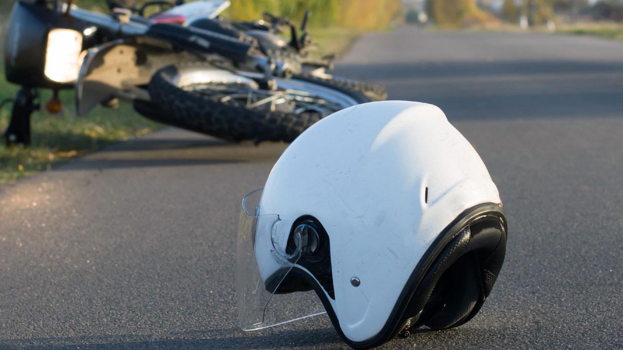 #1 Nach einem Motorradunfall darf der Helm des Unfallopfers nicht abgenommen werden