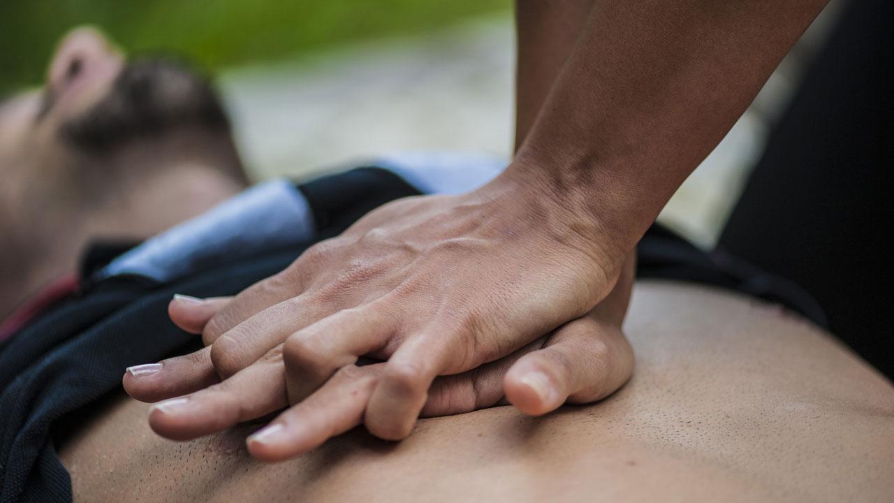 #7 Eine Herzdruckmassage darf niemals unterbrochen werden