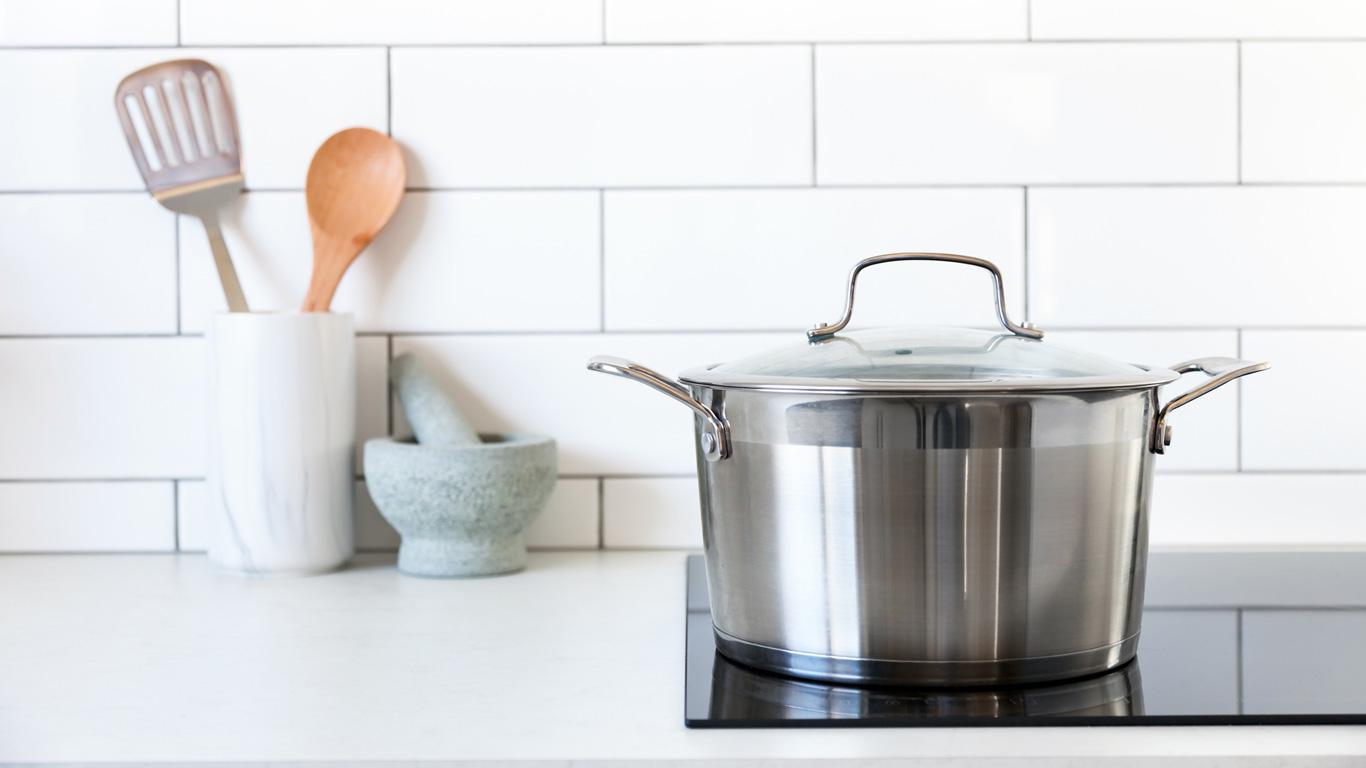 kochen mit induktion wie funktioniert das eigentlich welt der wunder tv. Black Bedroom Furniture Sets. Home Design Ideas