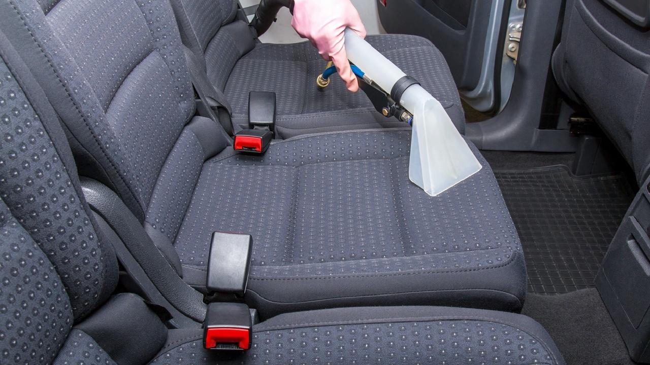 Lästige Gerüche aus dem Auto verbannen