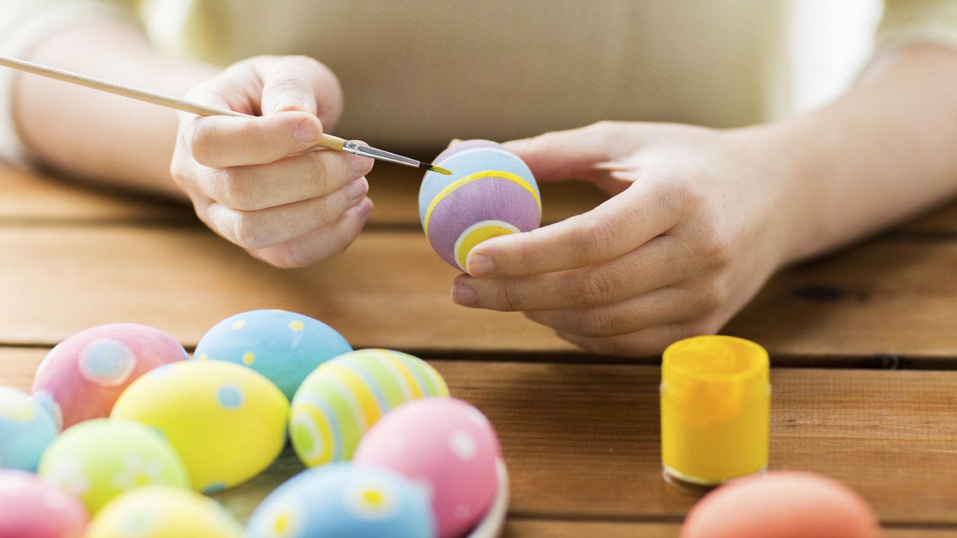 Die meisten Menschen, die gleichzeitig Eier färben