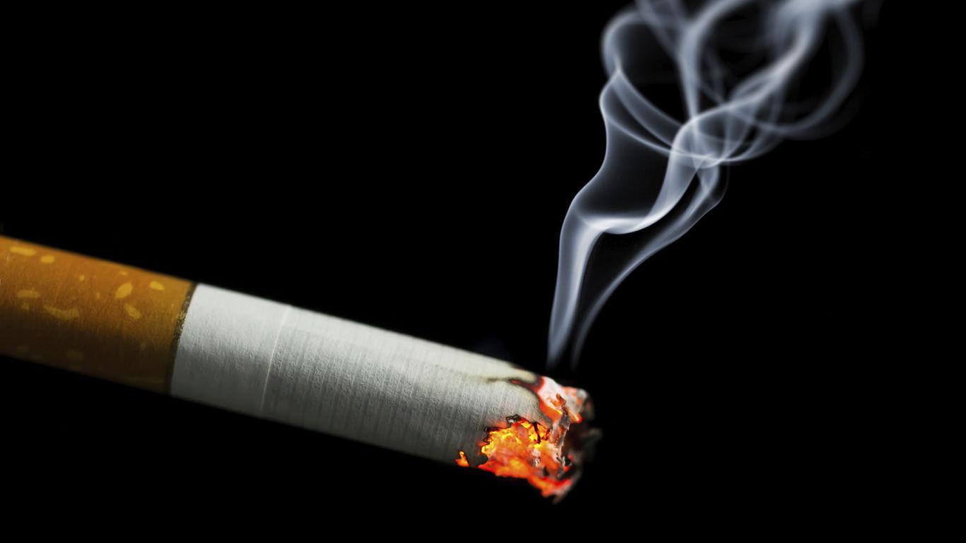 Was ist gesundheitsschädlicher? Acht Stunden sitzen oder eine Schachtel Zigaretten am Tag rauchen?