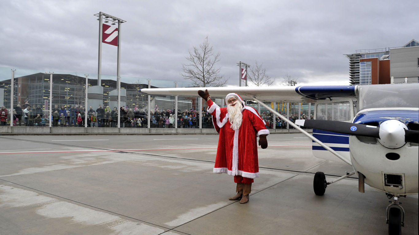 In Dresden landet der Weihnachtsmann