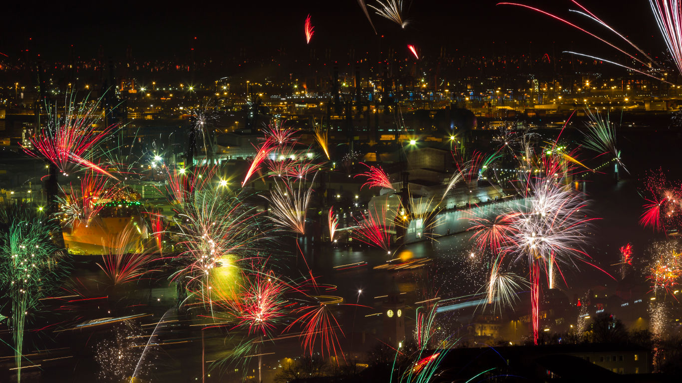 Feuerwerk über der Elbe – Hamburg