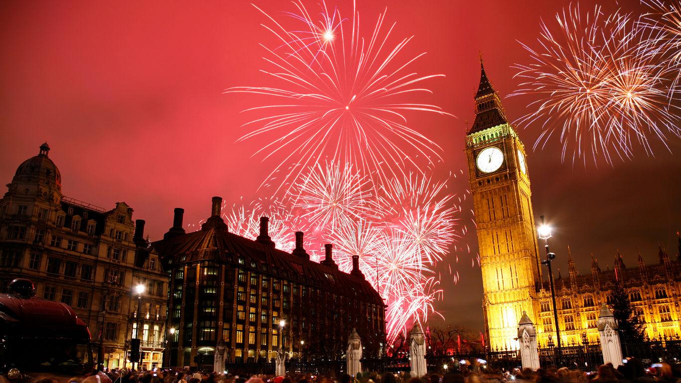 Feuerwerk über der Themse – London
