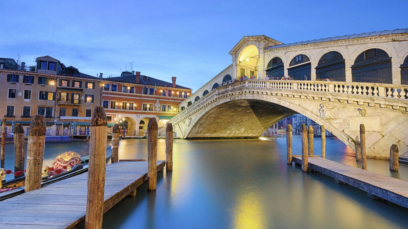 Brücken verbinden die Welt