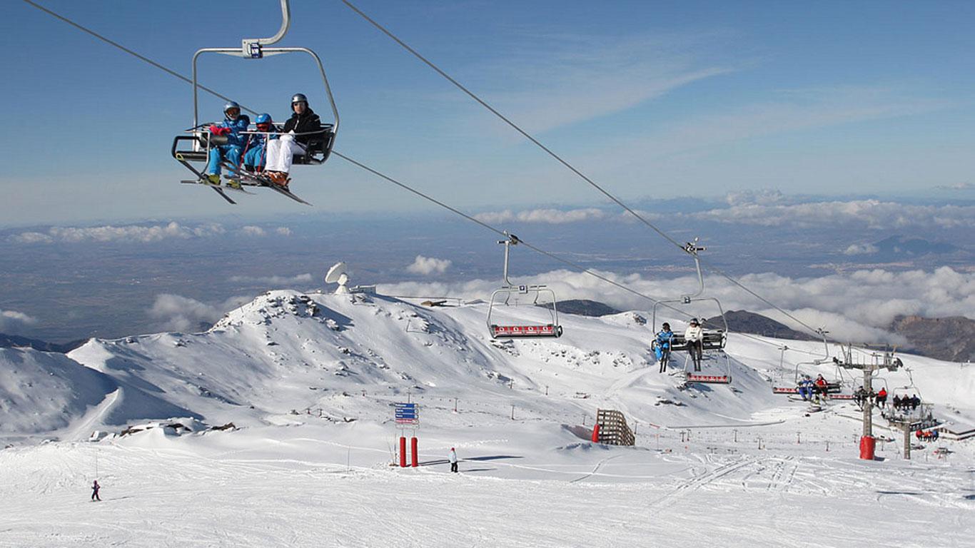 Andalusien: Skifahren in Europa mit Blick auf Afrika