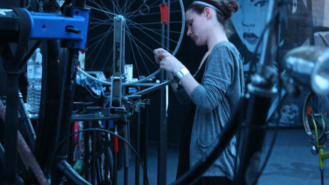 Die freiwilligen Fahrradschrauber der Bikekitchen