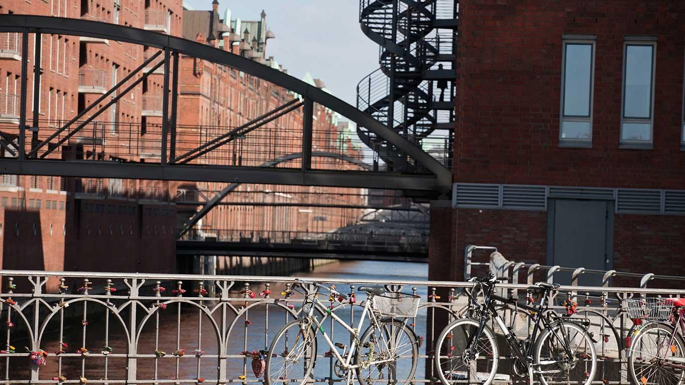 Biken an der Alster: Hamburg