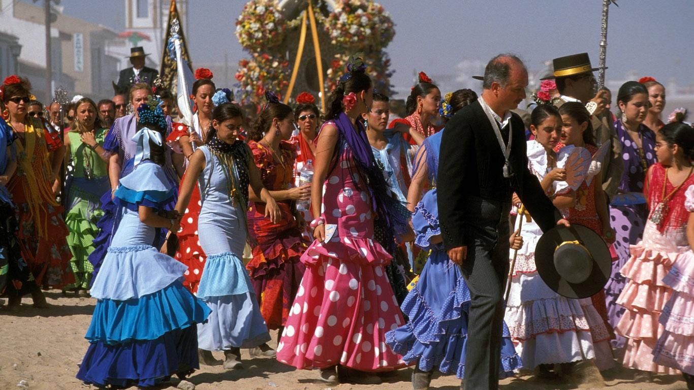 Ein kleines Dorf im Westen von Andalusien erwacht