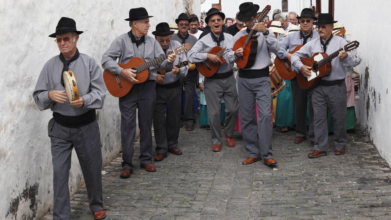 """Folklore und Tracht als """"Muss"""" beim Nationalfeiertag der Kanaren"""