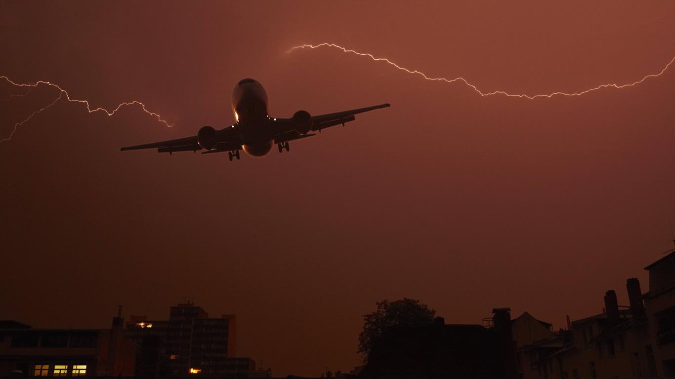 Kann ein Blitz das Flugzeug zum Absturz bringen?