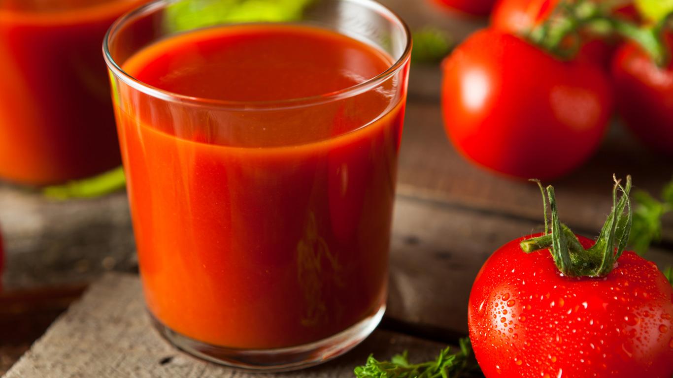 Schmeckt Tomatensaft in Flugzeug wirklich besser?