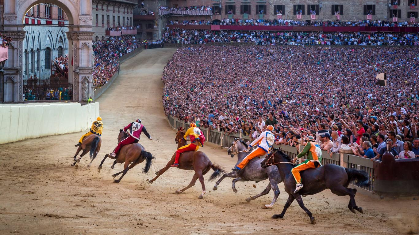 Siena: Verfolgungsjagd auf der Pferderennbahn