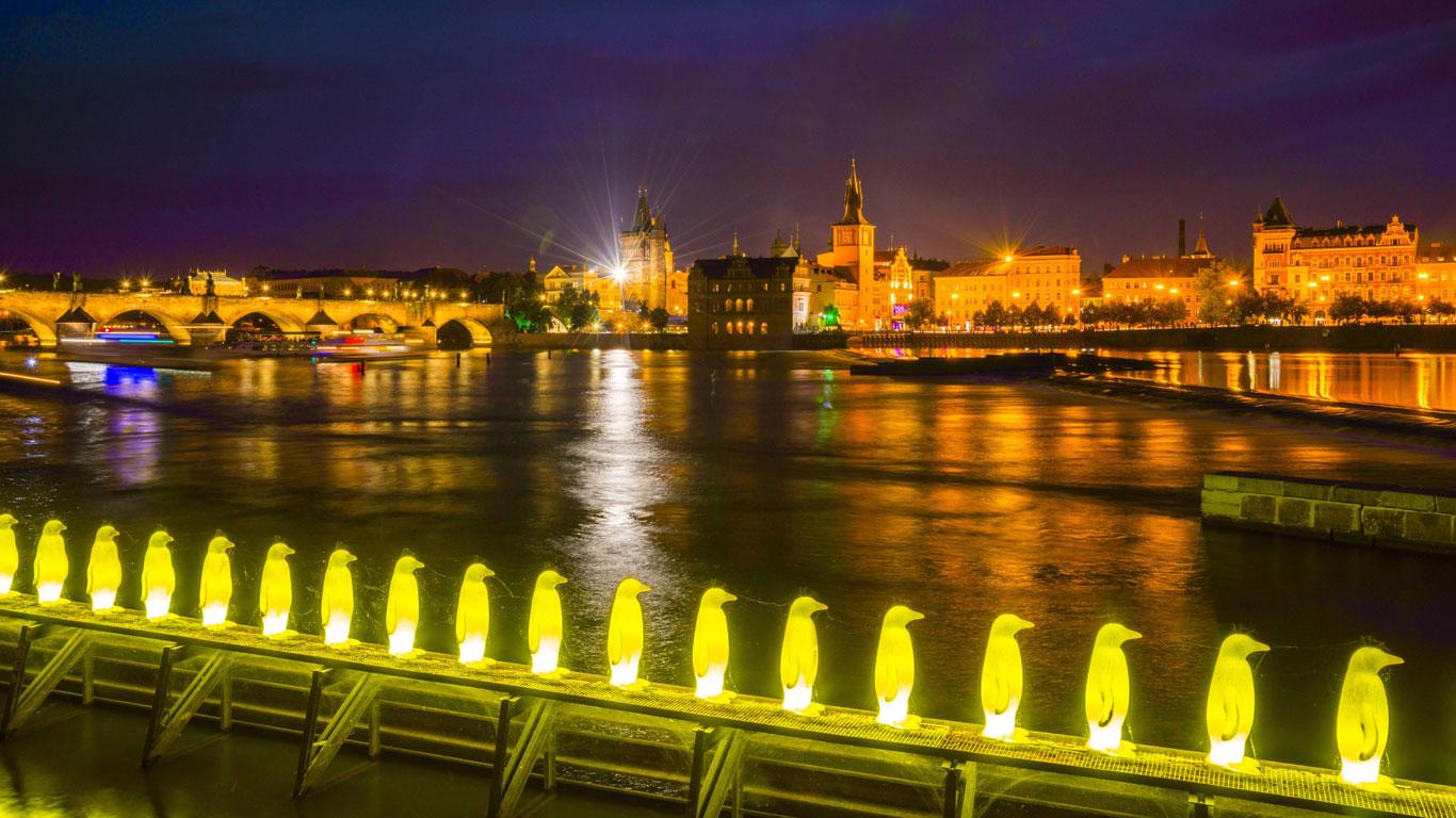 Prag: Inselgässchen an der Moldau