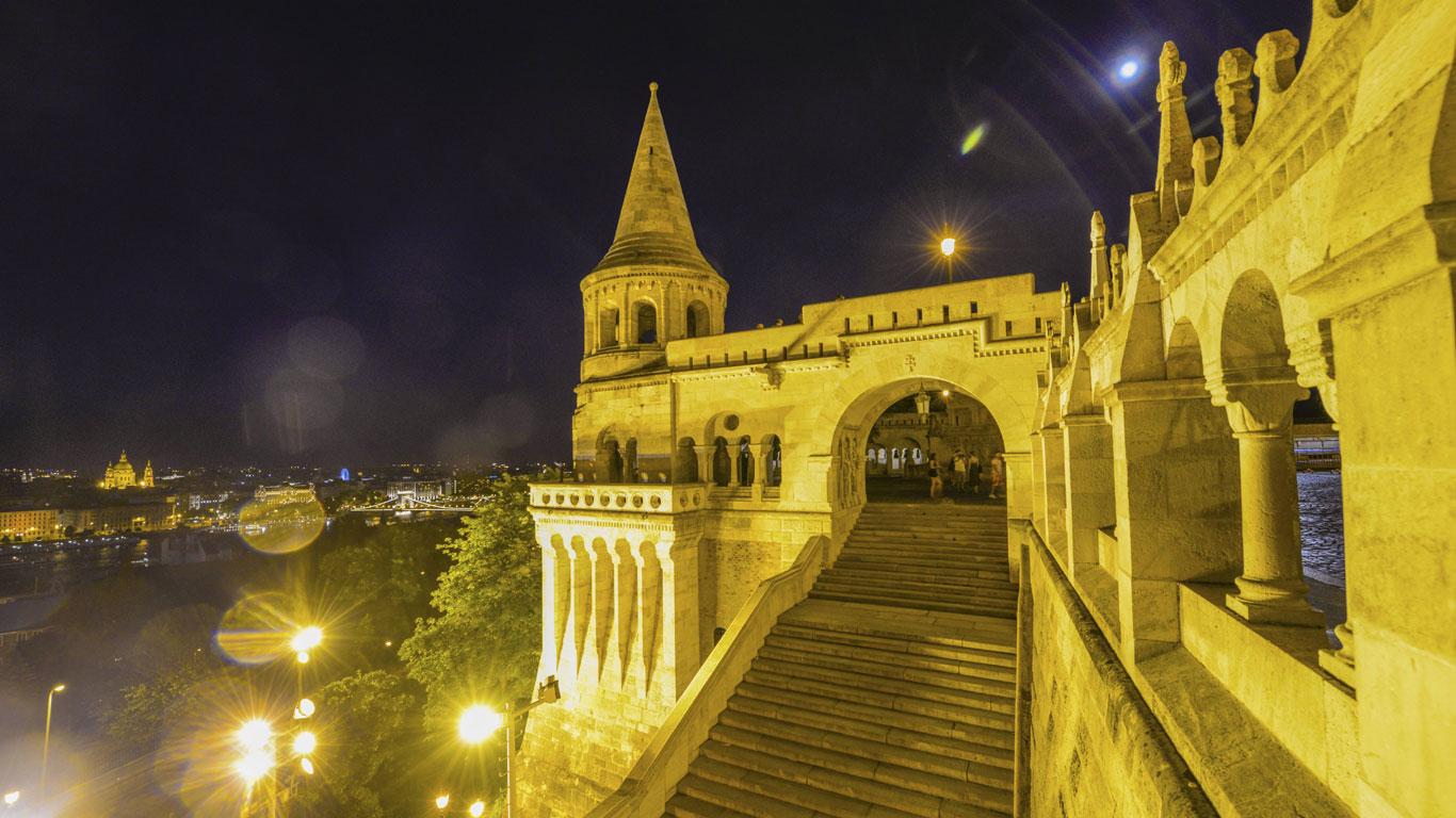 Budapest: Märchenbau über der Donau