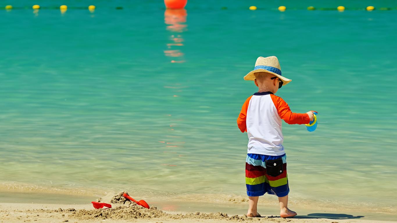 Sonnenbrand und Sonnenstich vorbeugen
