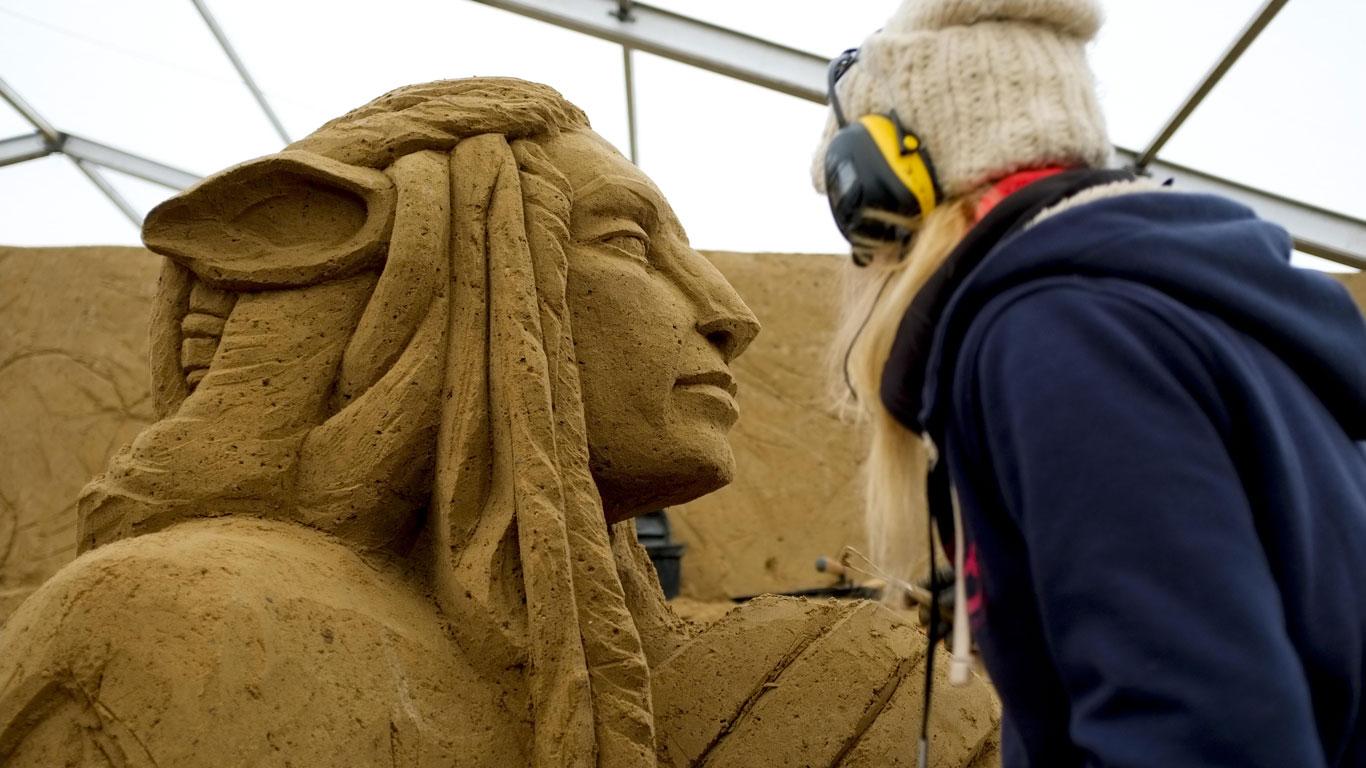 Kunstwerke aus 16.000 Tonnen Sand