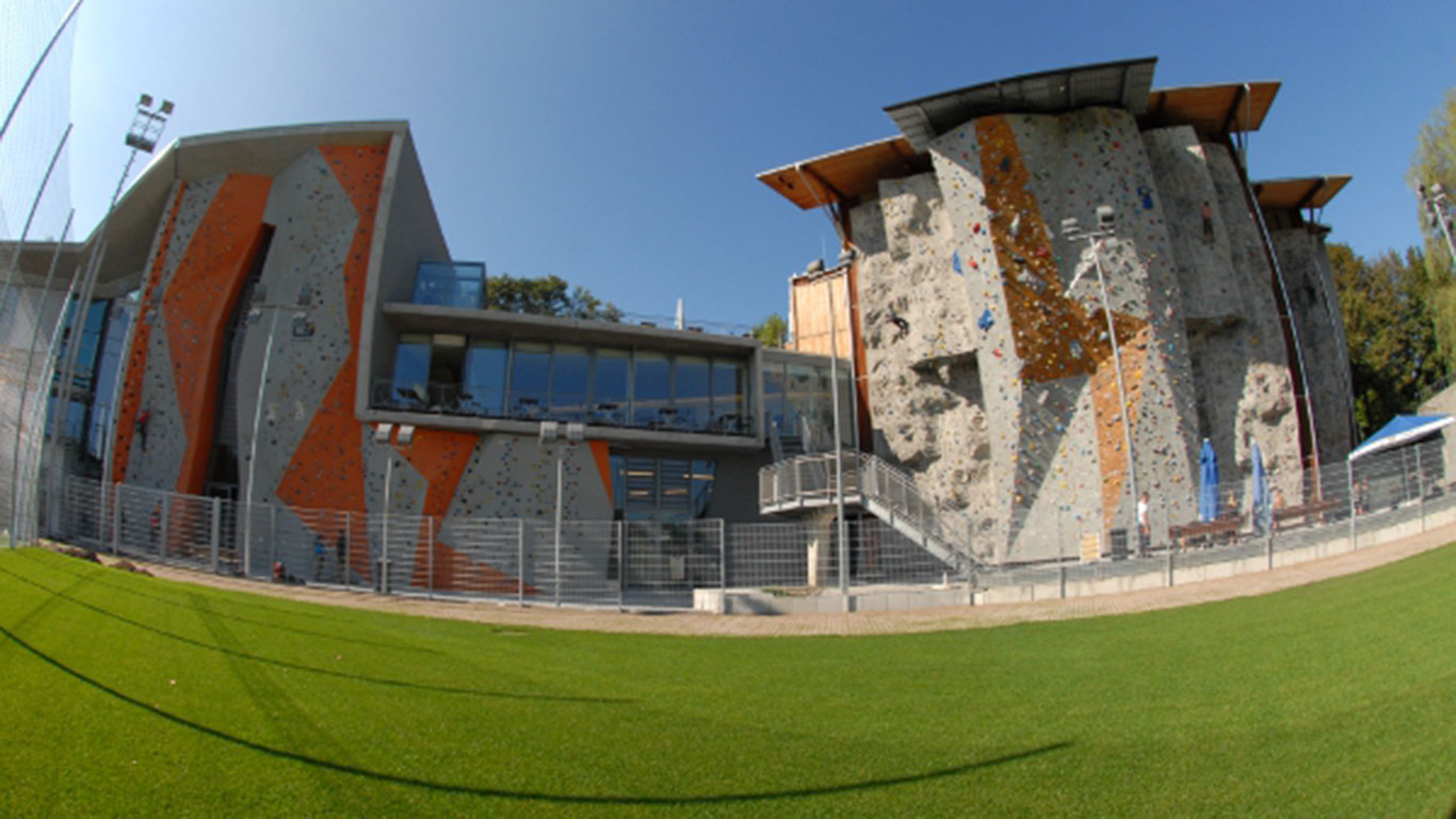 München: Klettern in der größten Indoor-Anlage der Welt