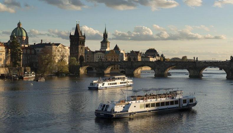 Besuch der Karlsbrücke – Prag
