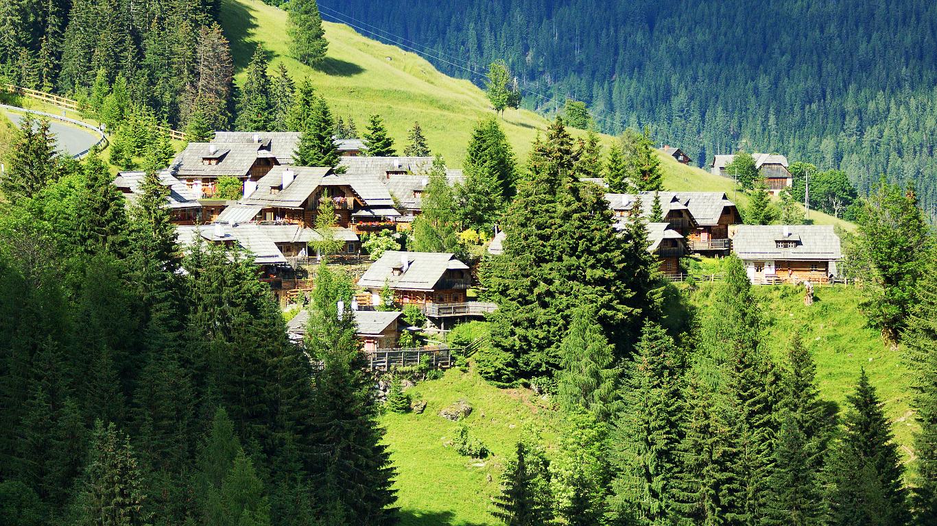 Bergpanorama mit Sternschnuppen – Kärnten